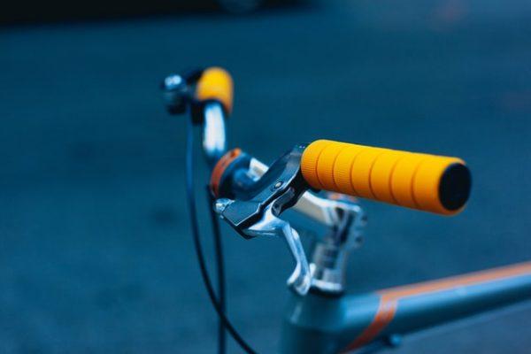 Praktische oplossingen voor het stallen van de fiets in een tuin